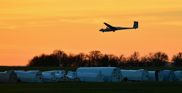 Glider finals in sunset